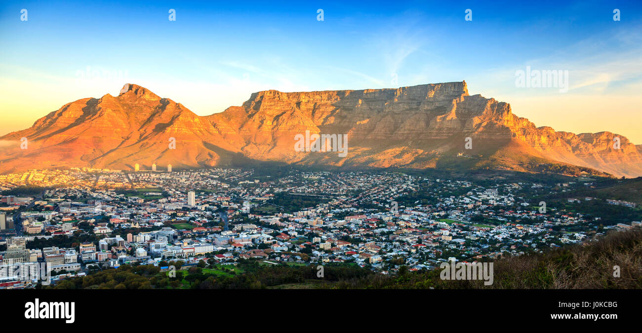 Scenic view of Table Mountain in Cape Town, South Africa at sunset - Stock Image