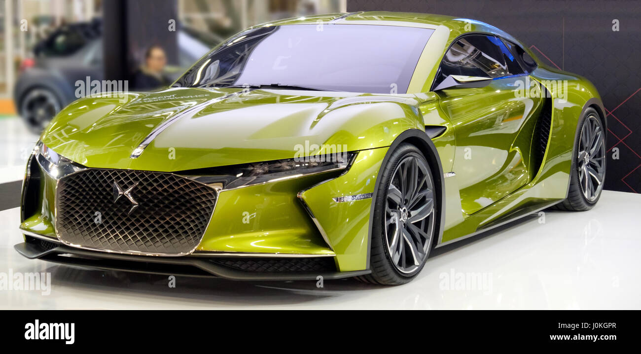 Green DS E-Tense french sport car model - Stock Image