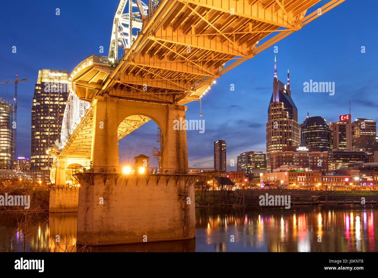 Twilight below the John Seigenthaler Pedestrian Bridge over the Cumberland River with skyline of Nashville, Tennessee, - Stock Image