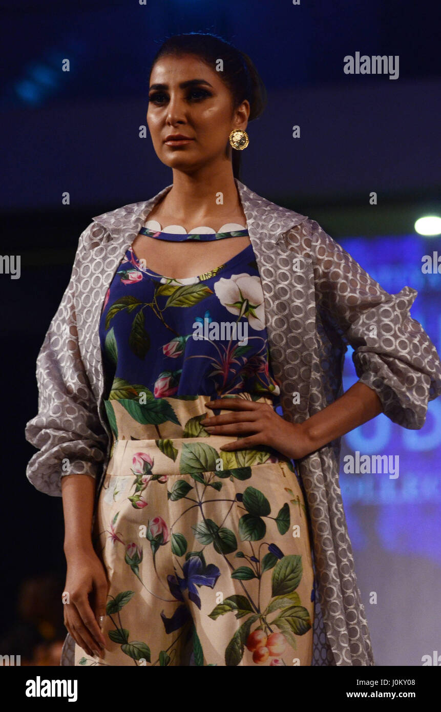 A Pakistani Model Presents A Creation By A Famous Fashion Designer Stock Photo Alamy
