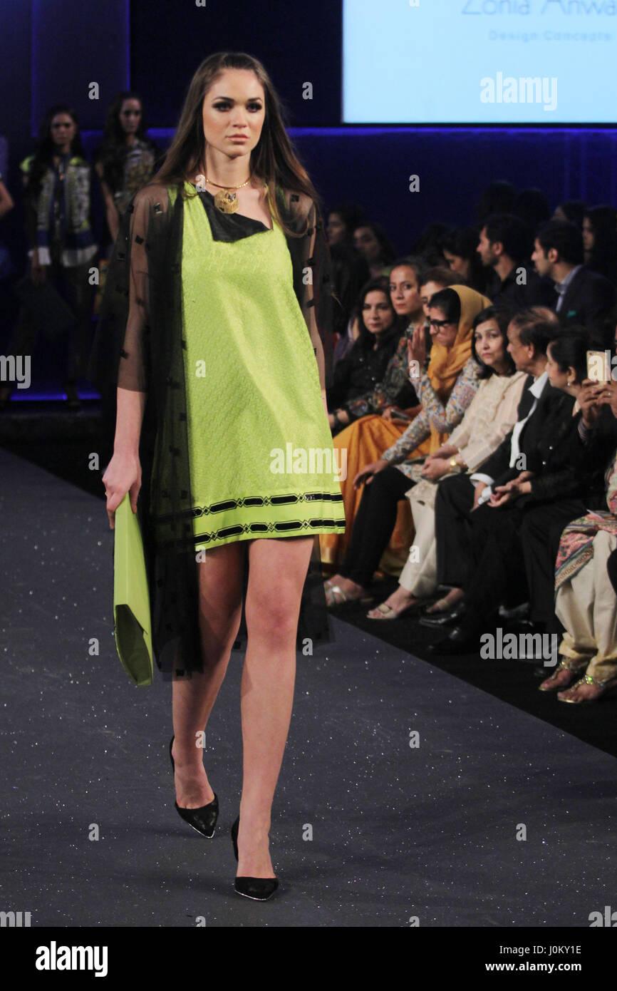 A Pakistani Model Presents A Creation By A Famous Fashion Designer Stock Photo Alamy