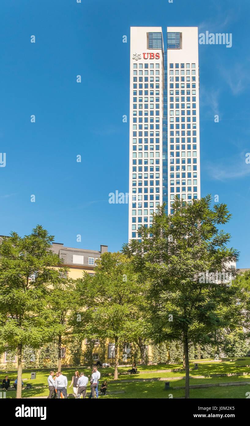 bankers taking a lunch break,  opernturm, opera tower, german headquarters of swiss bank ubs in background, financial - Stock Image