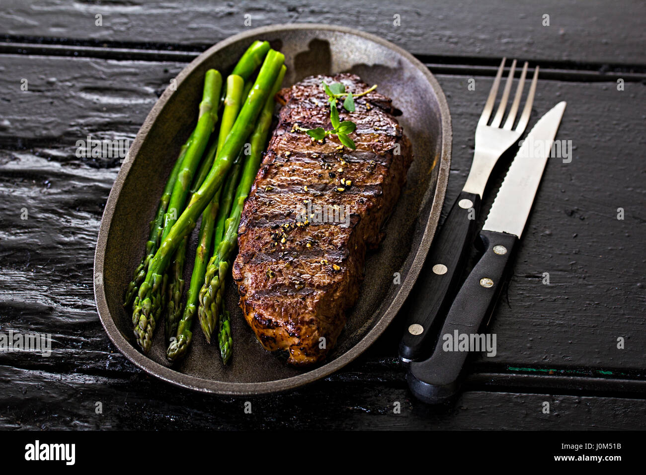 Steak with green asparagus - Stock Image