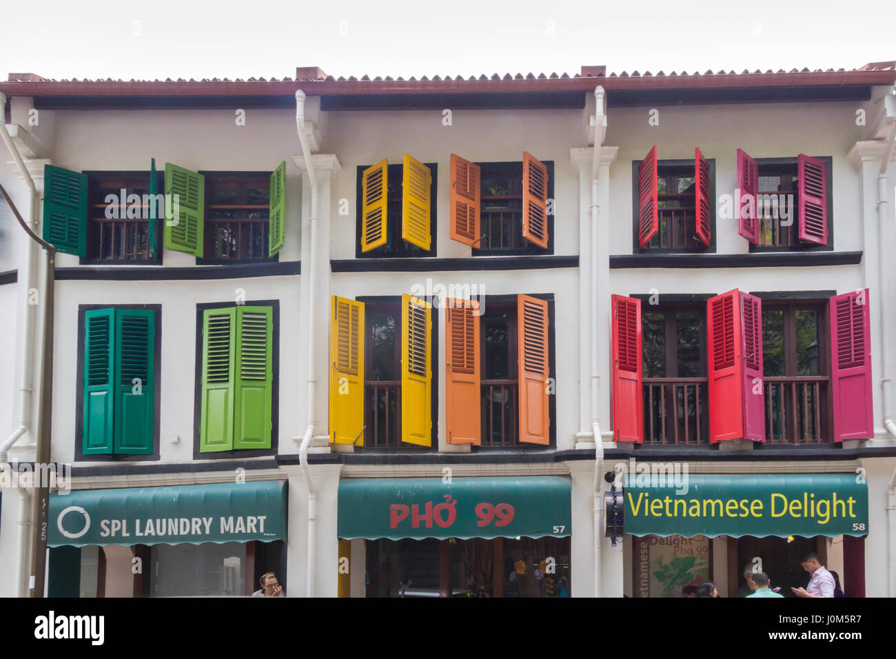 Colourful Chinese shophouses in Telok Ayer street, Singapore - Stock Image