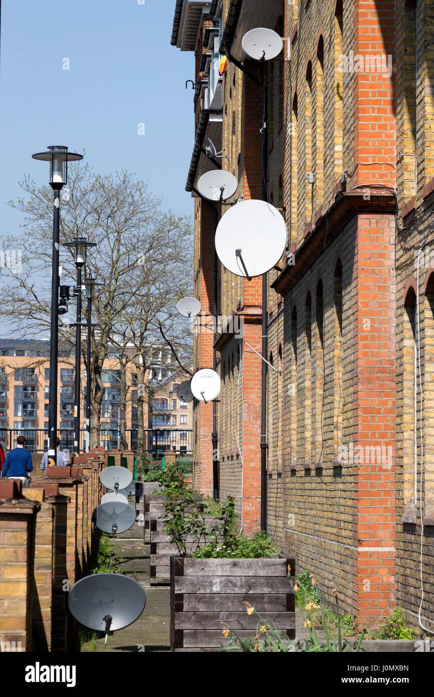 Satellite dishes on the exterior of Hythe House, Railway Avenue, Southwark, London, England, UK. Stock Photo