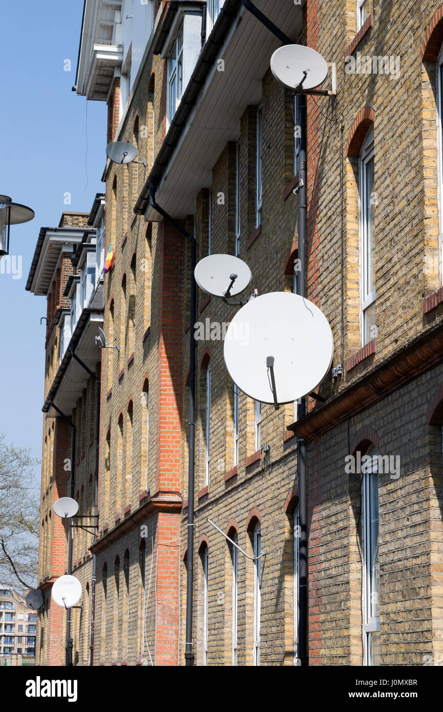 Satellite dishes on the exterior of Hythe House, Railway Avenue, Southwark, London, England, UK. Stock Photo