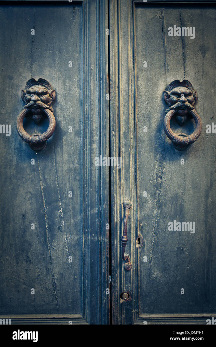Knocks on old green door - Stock Image & Knock Door Stock Photos u0026 Knock Door Stock Images - Alamy