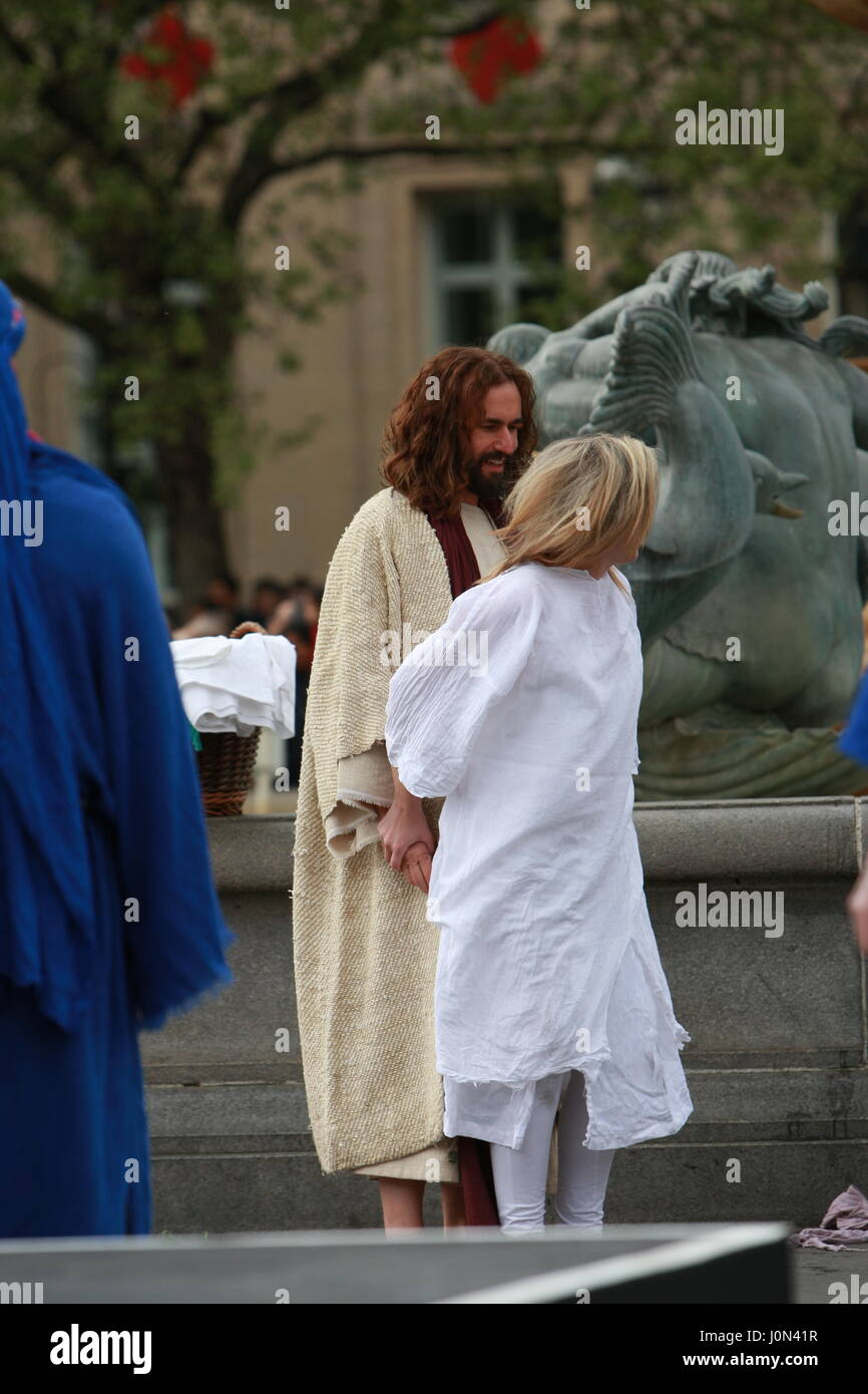 London, UK. 14th April 2017. Hundreds of people watching The Passion of Jesus. Recreating the story of the crucifixion Stock Photo