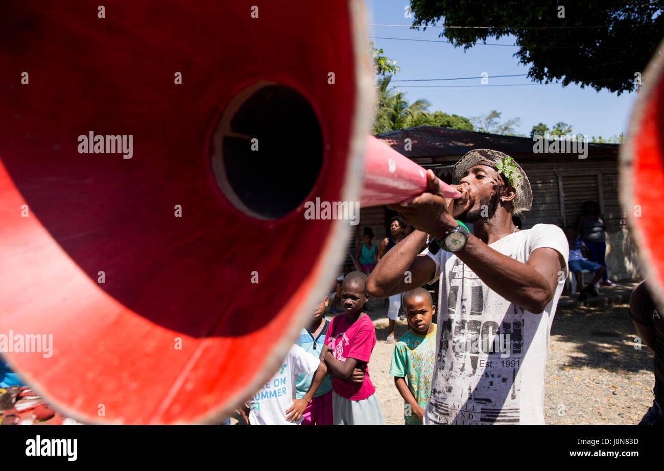 Santo Domingo, Dominican Republic. 14th Apr, 2017. Musicians participate in a 'Gaga' on the occasion of - Stock Image