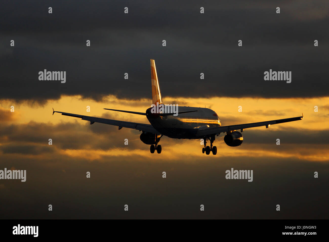 G-EUUE British Airways Airbus A320-200 cn-1782 Landing at London Heathrow airport at sunset - Stock Image