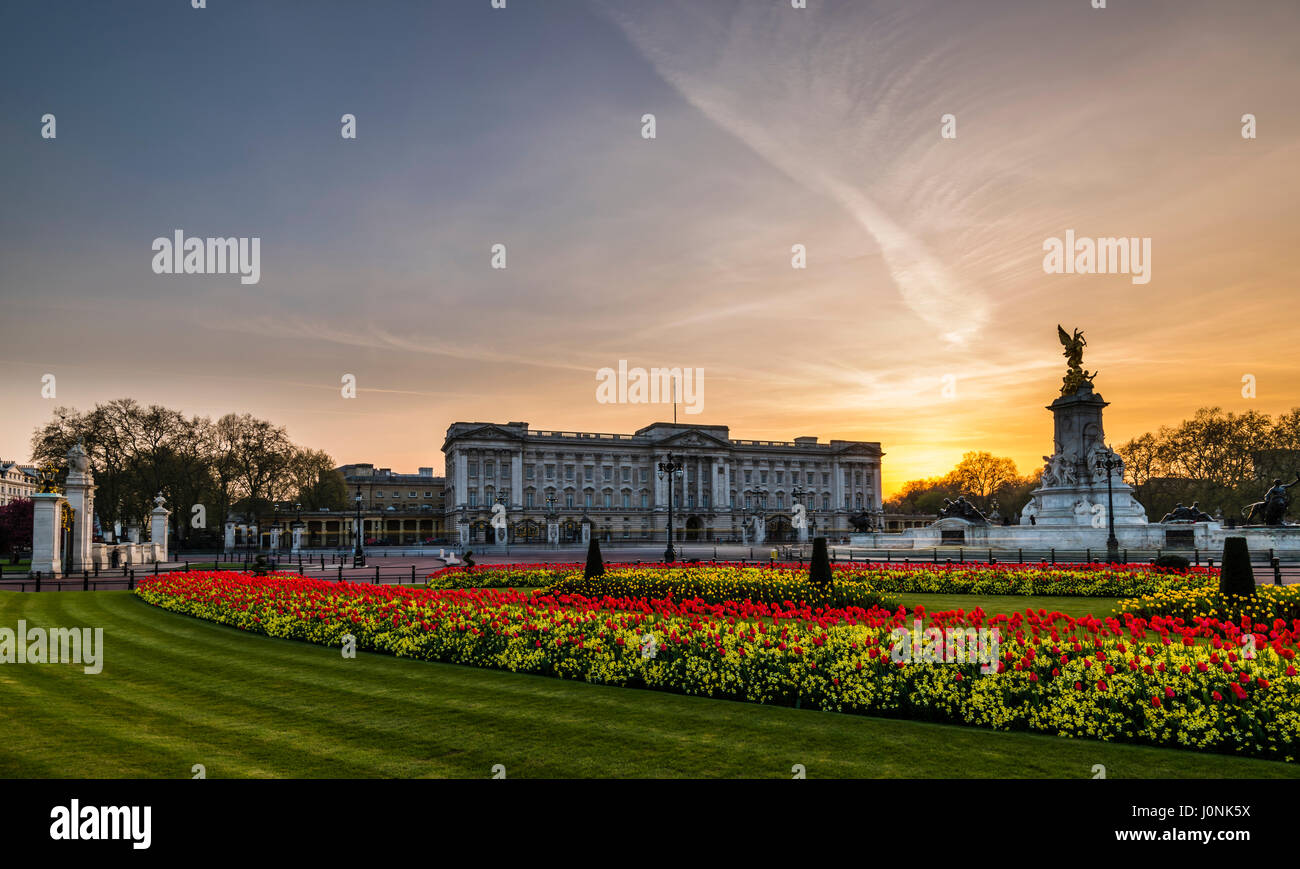 Lights at dusk and yellow skies over Buckingham Palace, London, UK - Stock Image