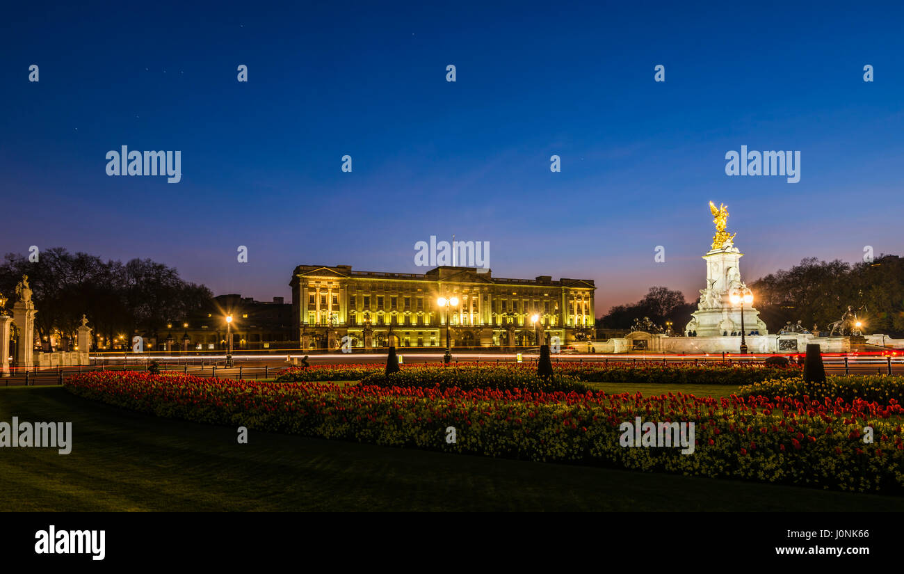Lights at dusk and star trails over Buckingham Palace, London, UK - Stock Image