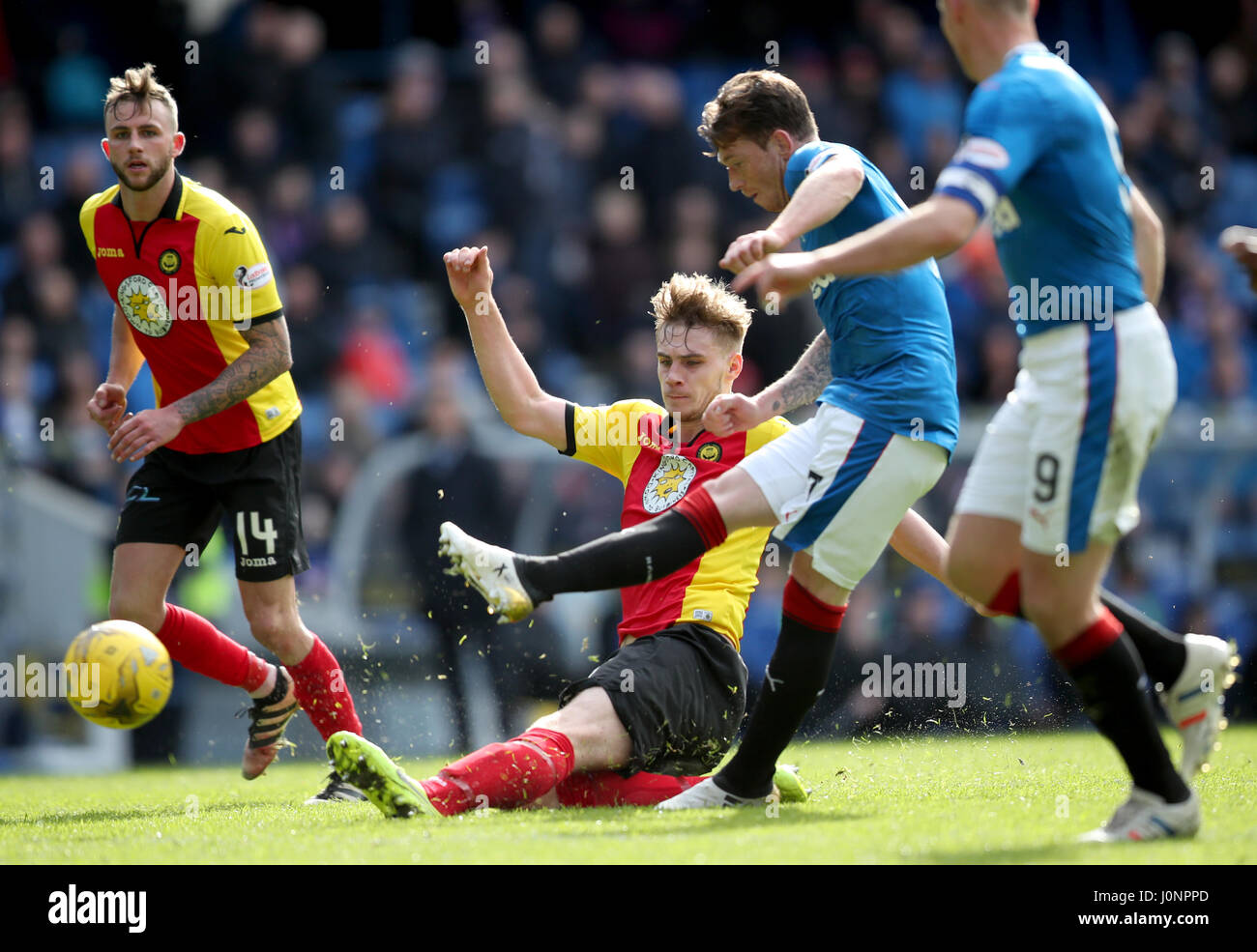 Partick Thistle's Liam Lindsay (centre) tries to block a shot on goal by Rangers' Joe Garner during the - Stock Image