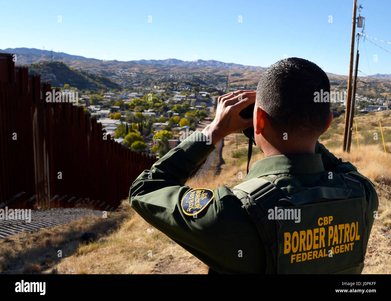 U.S. Border Patrol agent speaks about the work of agents along the international border with Mexico in Nogales, - Stock Image