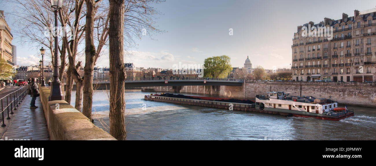View from the Quai de Bourbon on the Pont Saint-Louis, Quai aux Fleurs and  Seine River. France. Paris - Stock Image