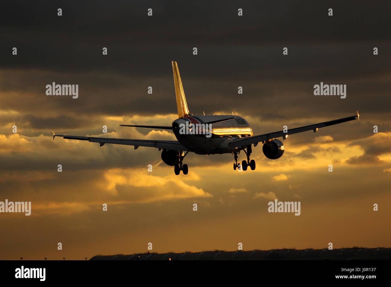 EI-EIB Alitalia Airbus A320-200 cn 4249 Landing at London Heathrow airport at sunset - Stock Image