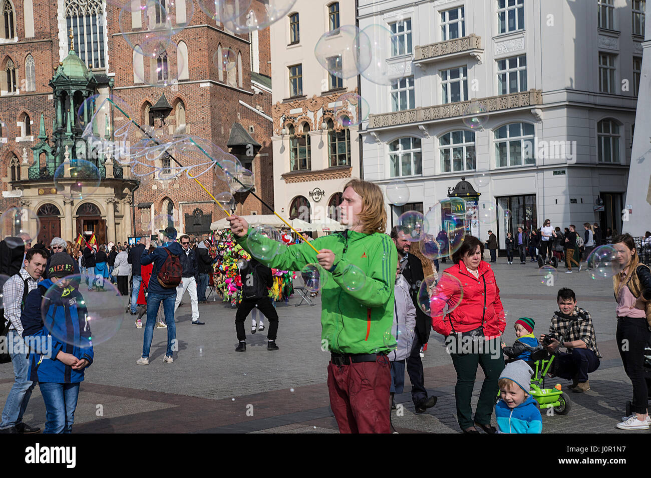 Street entertainer blowing bubbles for children - Stock Image