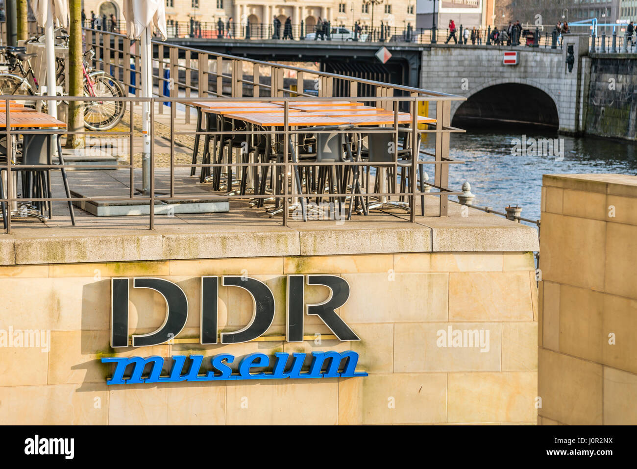 DDR Museum am Spreeufer von Berlin, Deutschland | DDR Museum at the River Spree, Berlin, Germany - Stock Image