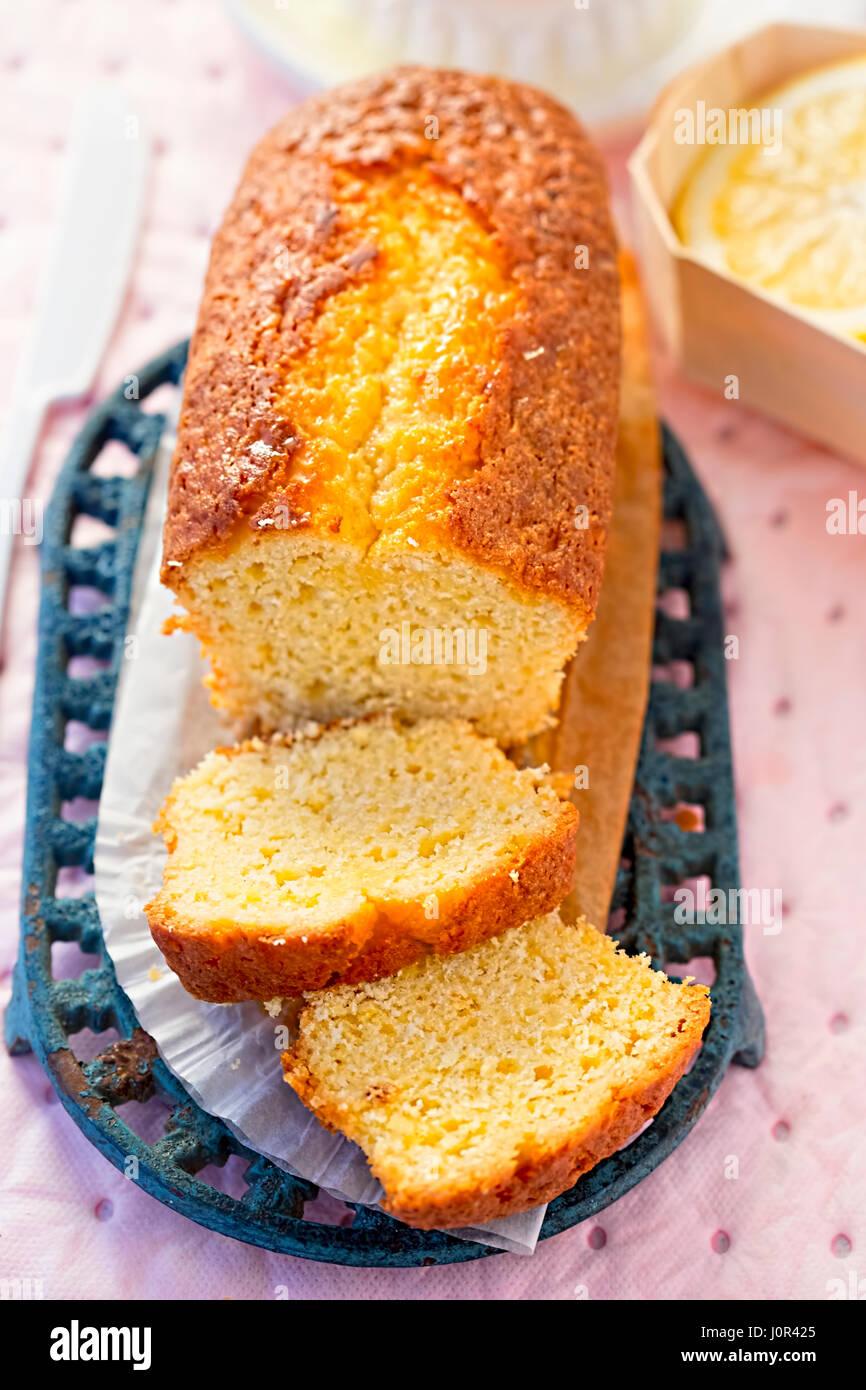 Lemon drizzle loaf cake - Stock Image