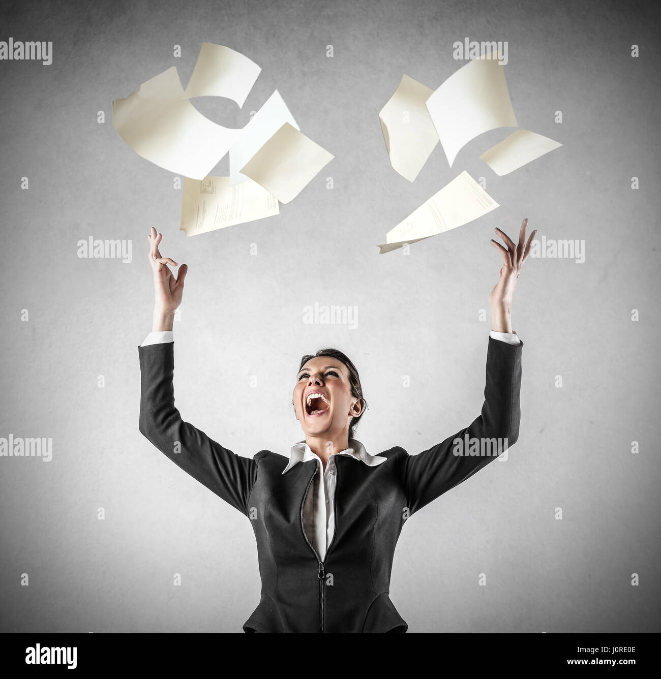 Businesswoman throwing out her papers - Stock Image
