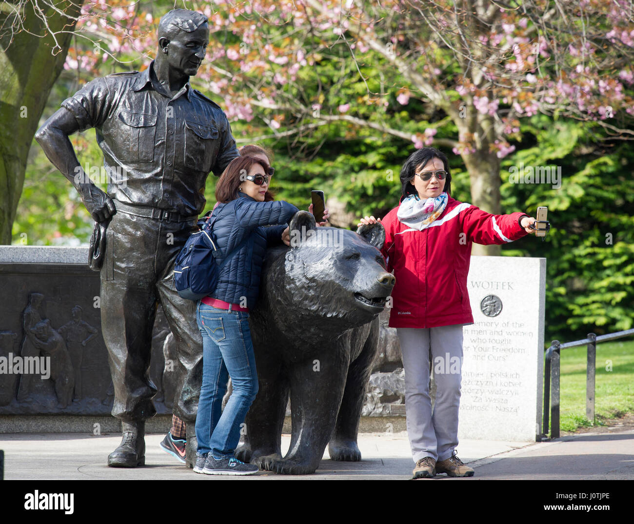 Wojtek the Soldier bear statue Princes Street Gardens Edinburgh Scotland April 2017. - Stock Image