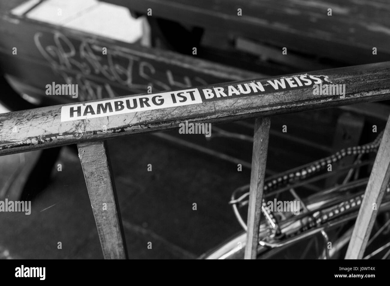 Sticker reading 'Hamburg ist Braun-Weiss' (Hamburg is brown and white) stuck to railings. - Stock Image