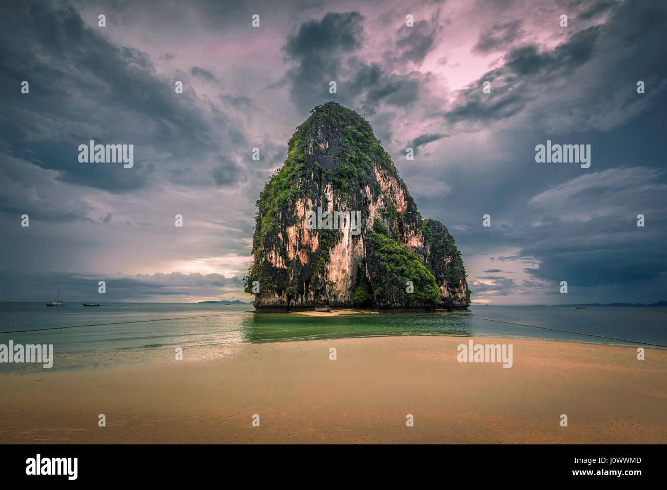 Happy Island off of Phra Nang beach, Railay, Krabi province, Thailand - Stock Image