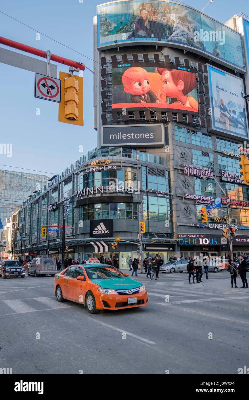 Yonge-Dundas Square, Dundas Square intersection, pedestrian scramble, taxi cab, advertising billboards, downtown - Stock Image