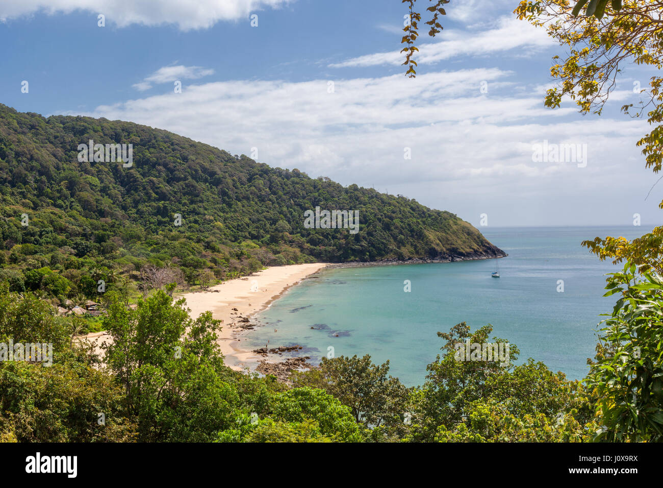 View of Bamboo Bay Beach with Rainforest behind in Koh Lanta Yai, Krabi Province, Thailand, Southeast Asia - Stock Image