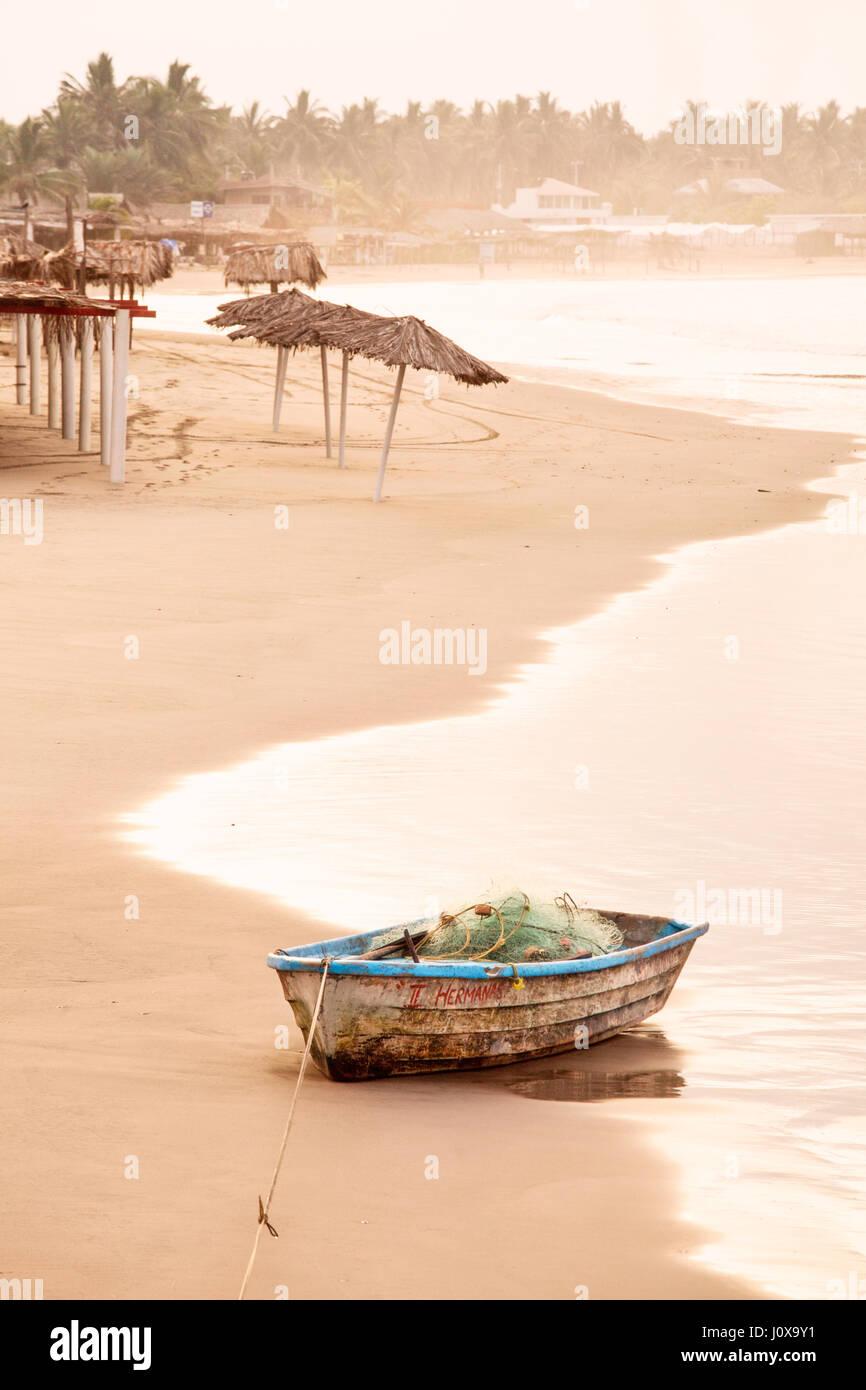 Fishing boat sits on the shore of Stone Island near Mazatlan, Sinaloa, Mexico. - Stock Image