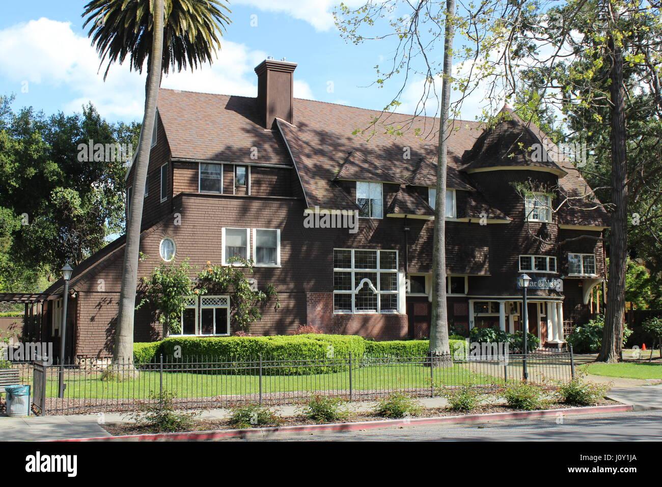 Cedar Gables Inn, Shingle-style House built in 1892 in Napa, California - Stock Image