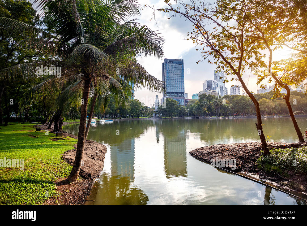 Lake in the heart of Business district in public Lumpini park of Bangkok, Thailand - Stock Image