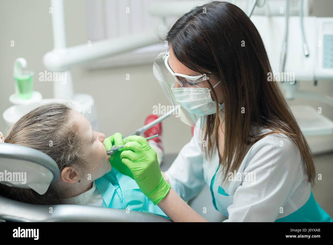dentist treating child's teeth - Stock Image