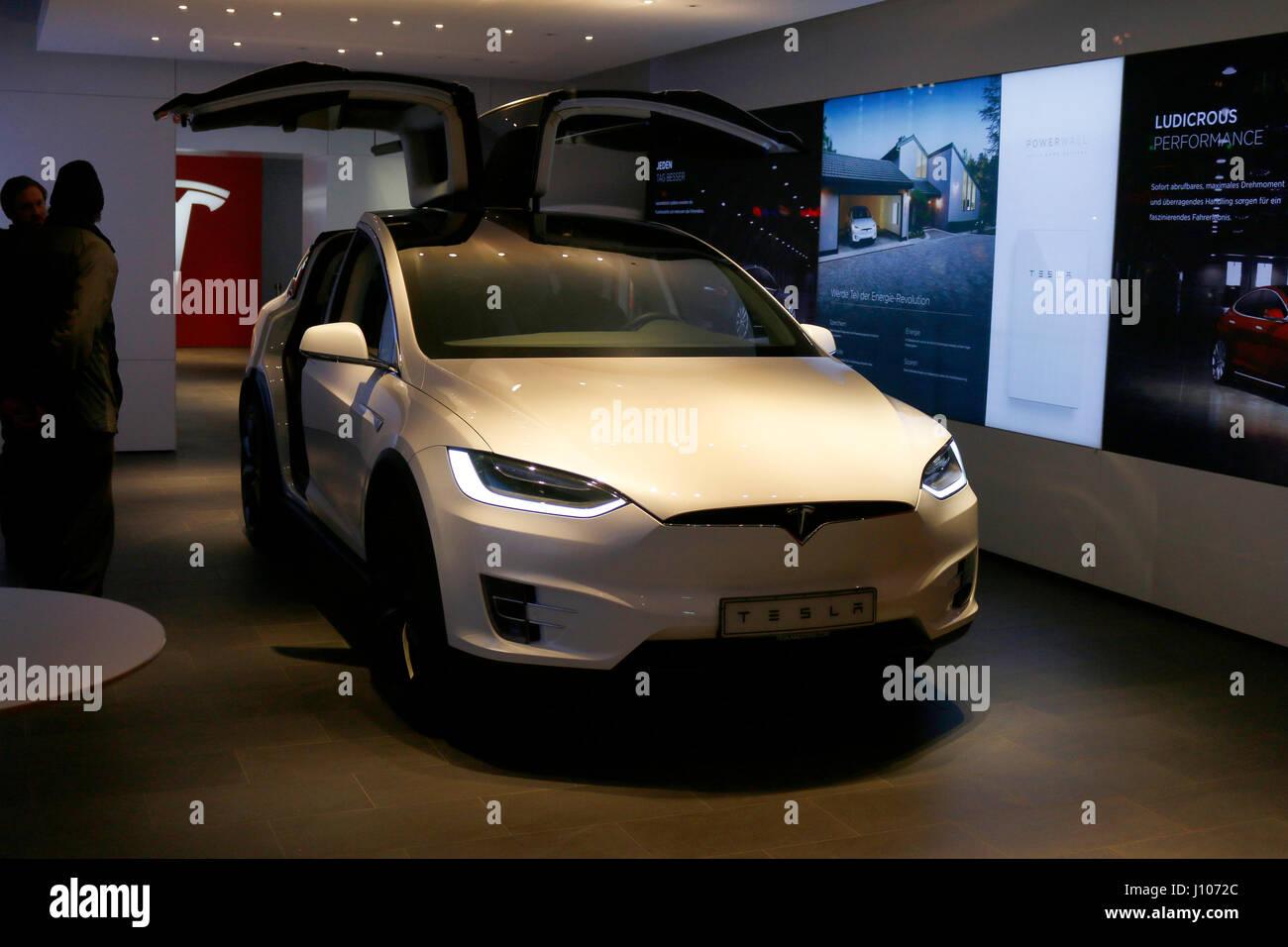ein Elektroauto der Marke Tesla Model X', Berlin. - Stock Image