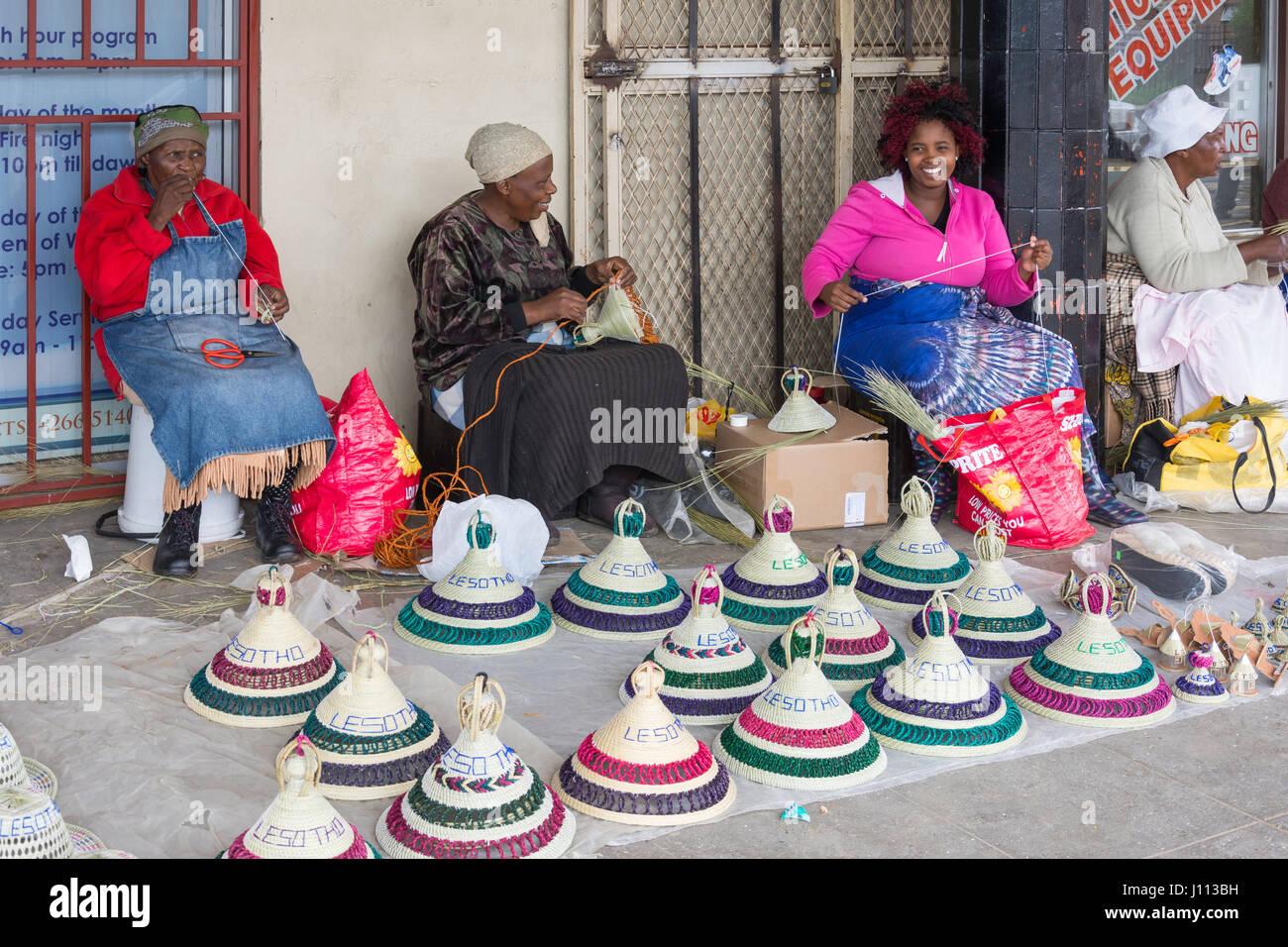 Street Bosotho hat weavers, Kingsway, Maseru, Maseru District, Kingdom of Lesotho - Stock Image