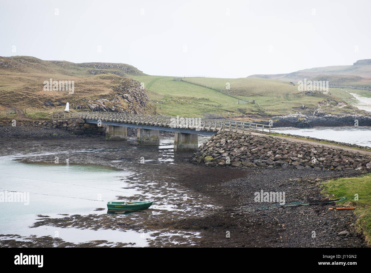 The causeway joining the islands of Canna and Sanday, Inner Hebrides,Scotland - Stock Image