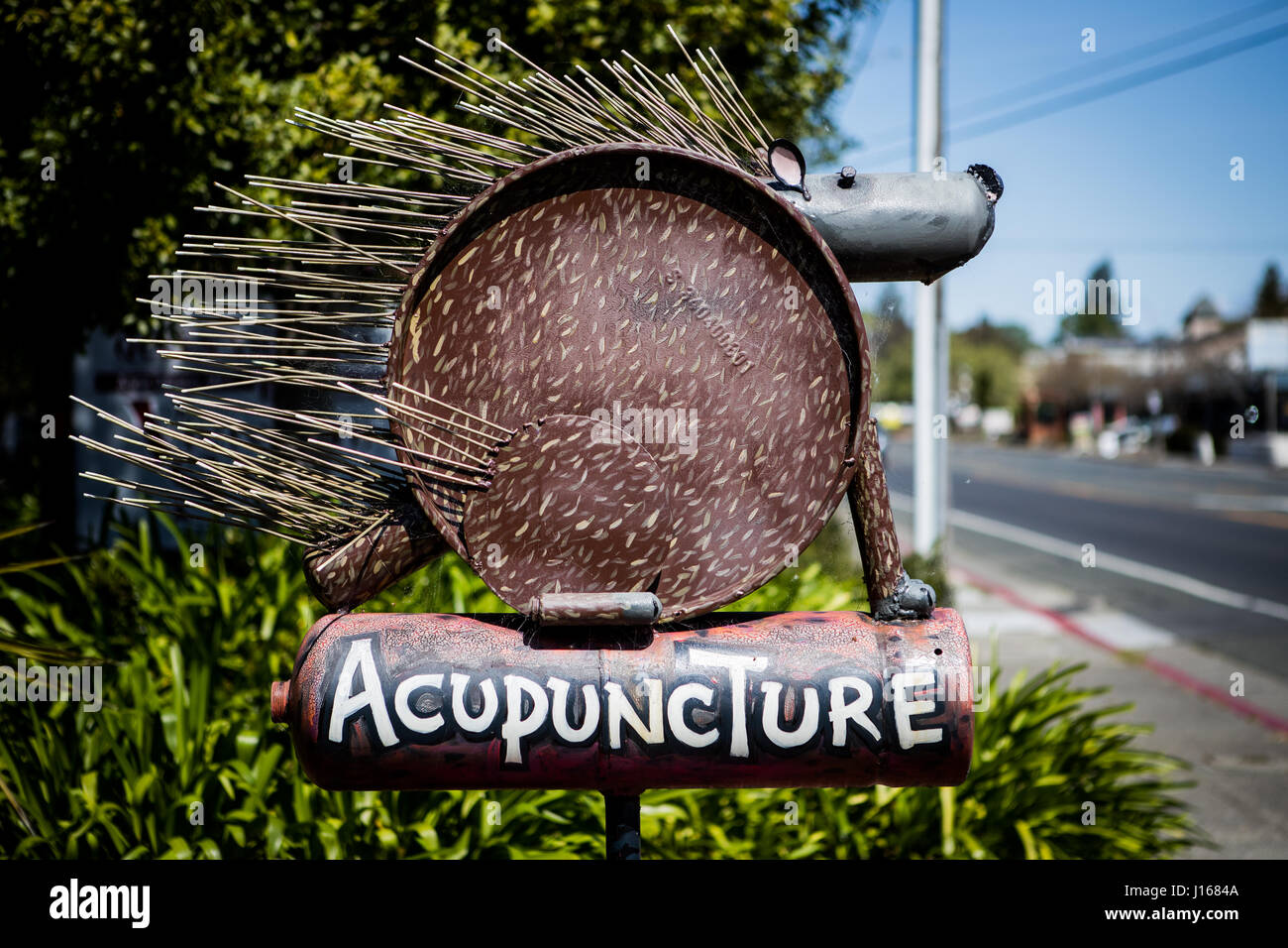 Sebastapol, California. The town is littered with art and sculptures by 'junk artist' Patrick Amiot. - Stock Image