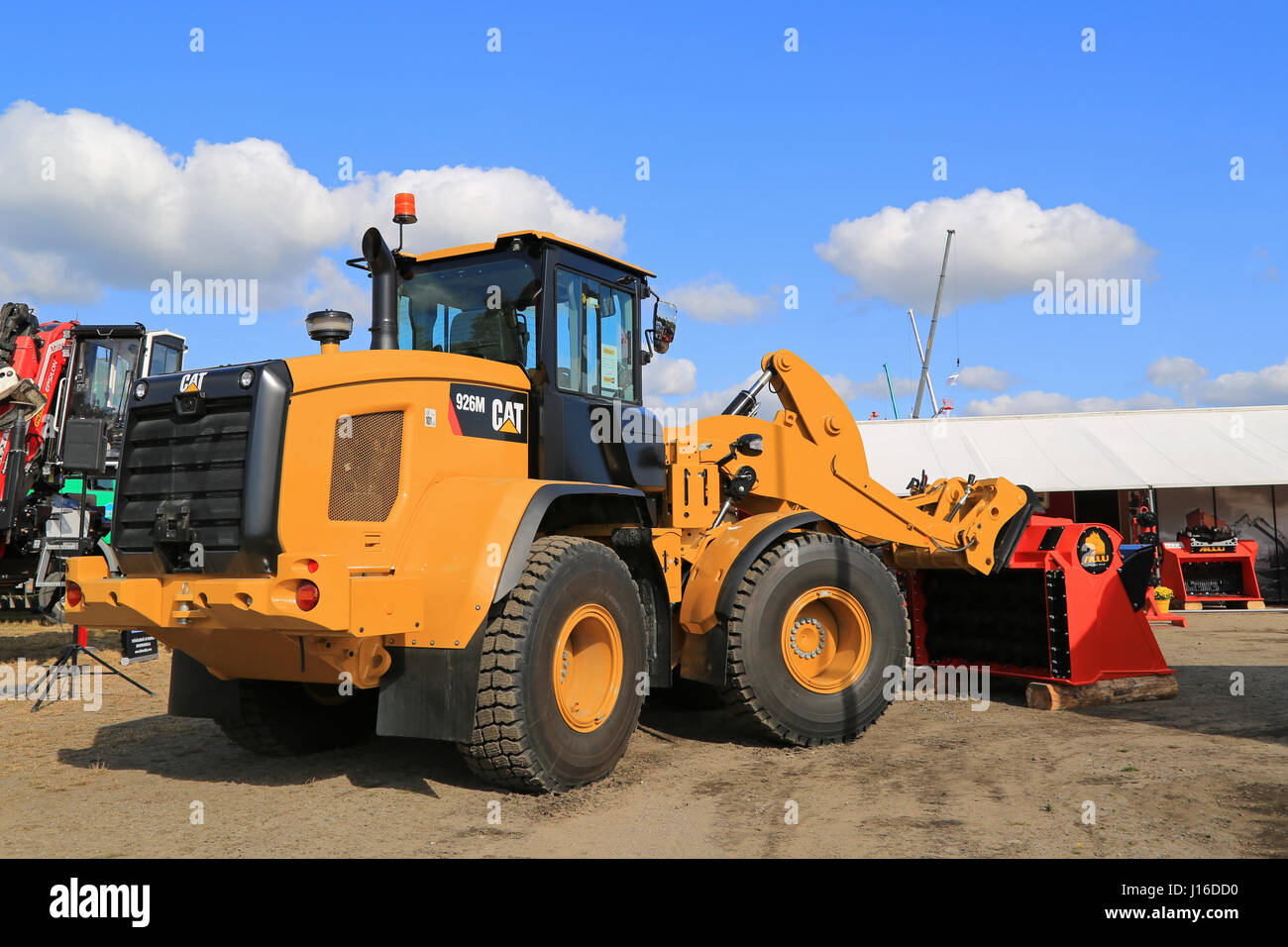 HYVINKAA, FINLAND - SEPTEMBER 11, 2015: Cat 926M medium size wheel loader and ALLU Screener crusher attachment on - Stock Image