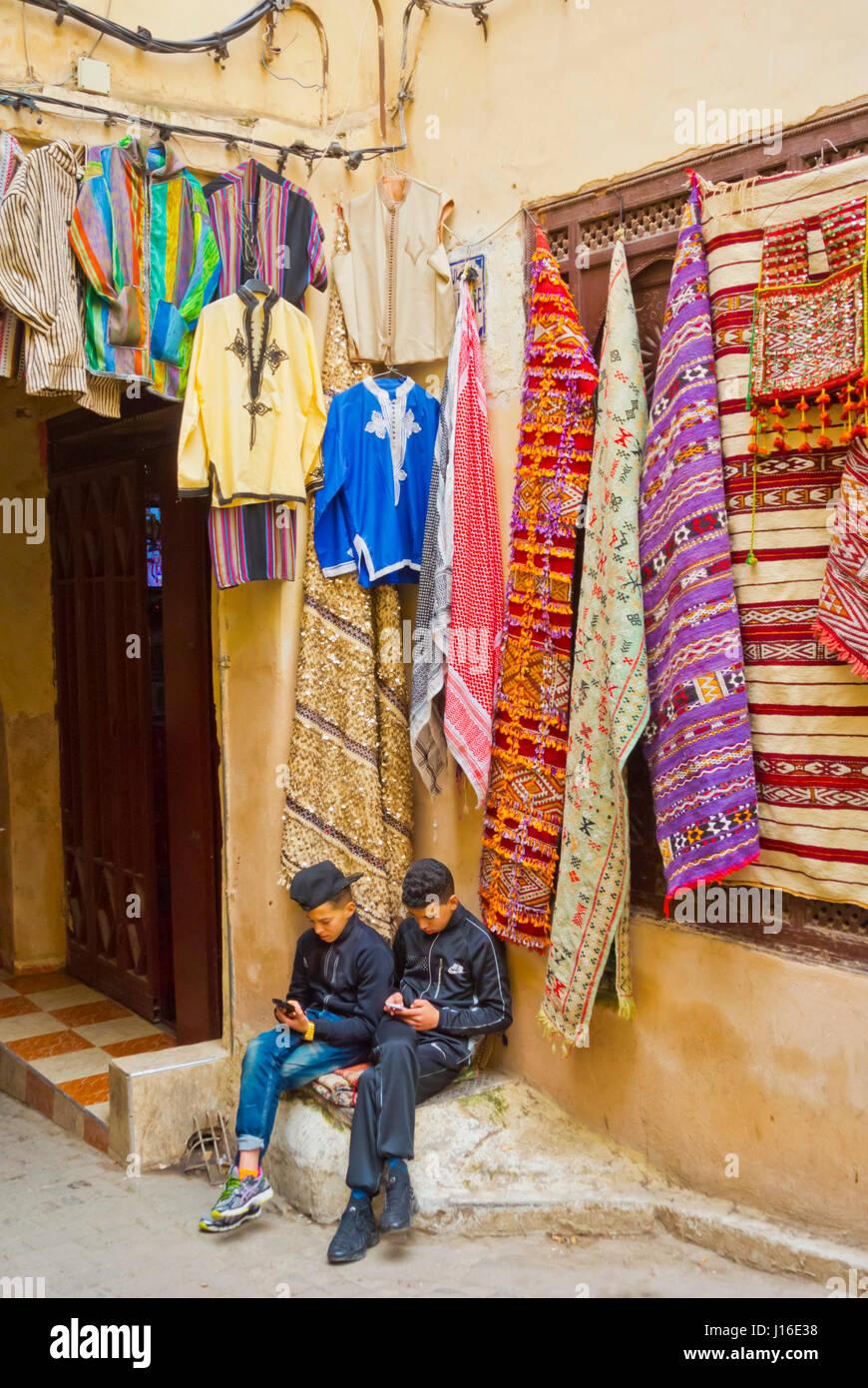 Boys using smartphones, Rue Talaa Seghira, Fes el-Bali, Medina, Fez, Morocco, Africa - Stock Image