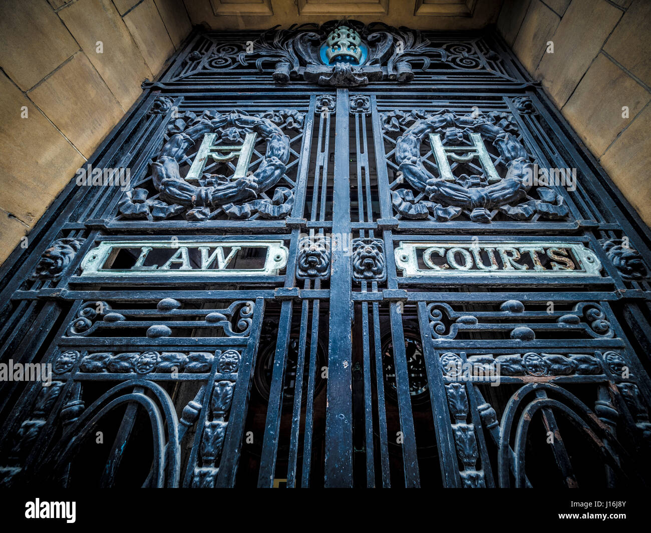 Law Courts sign on gates, Hull, UK. - Stock Image