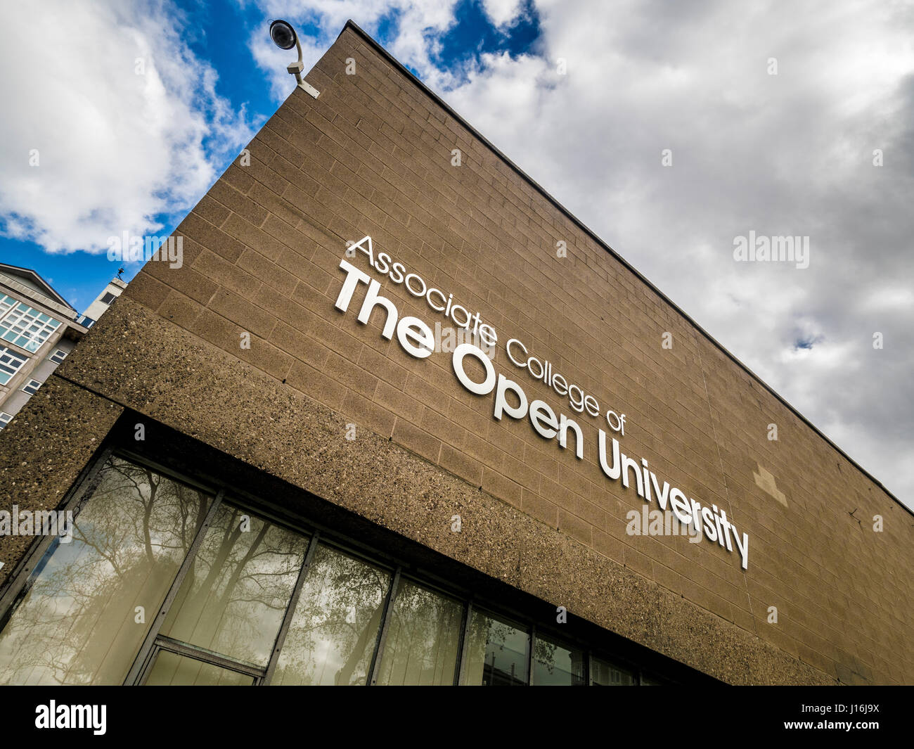 Associate College of the Open University sign on Hull School of Art and Design building. - Stock Image