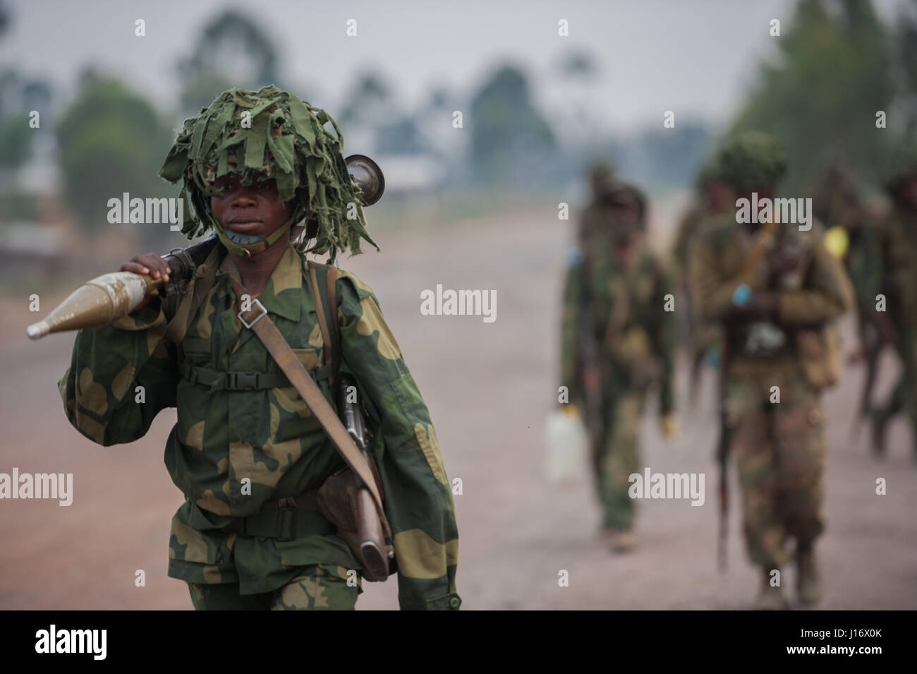 DRC national army (FARDC) soldiers approach the frontline during operations against the Rwandan-backed M23 militia - Stock Image