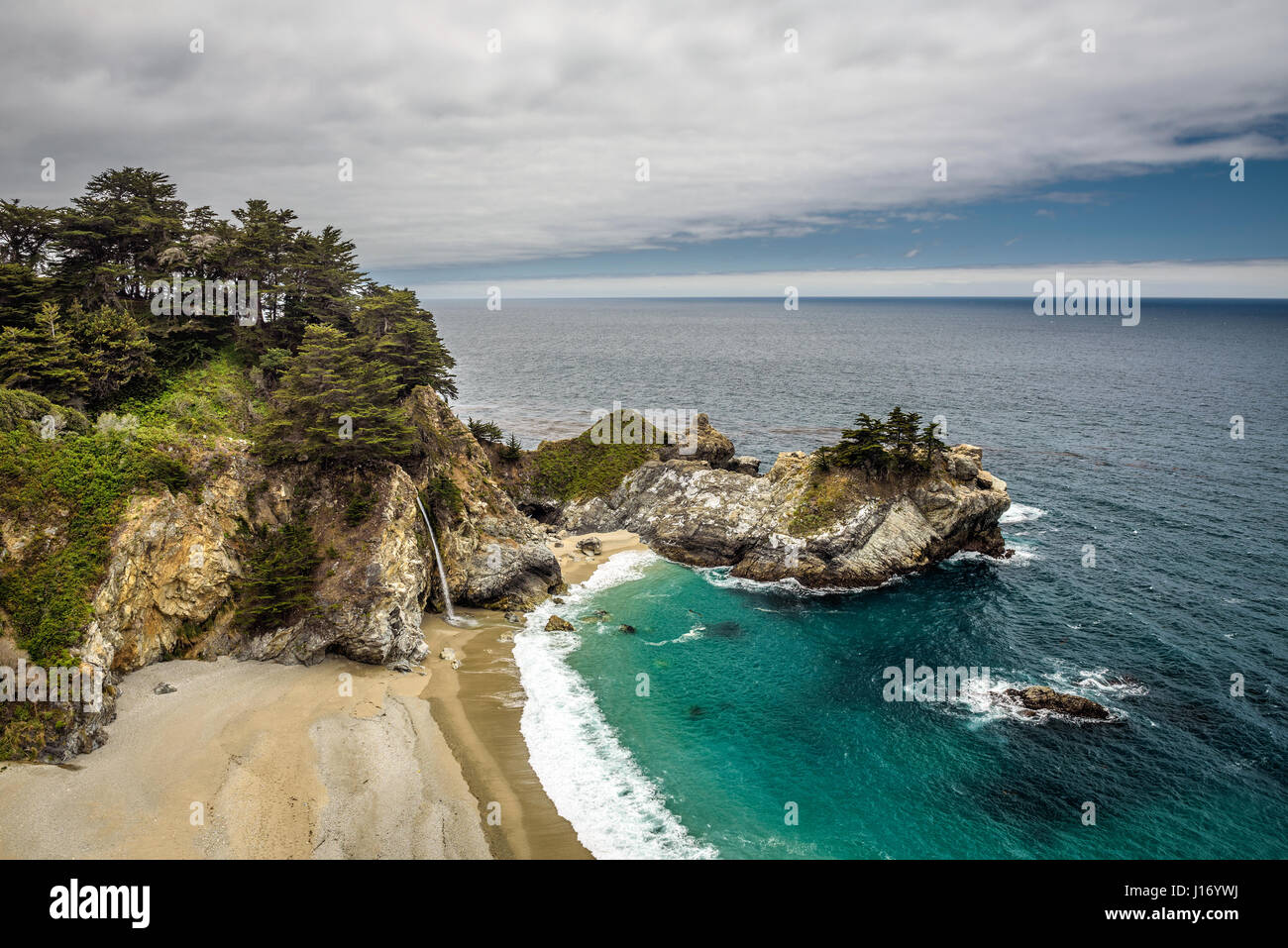 McWay Falls on Pacific Coast Highway, Big Sur state park, California. - Stock Image