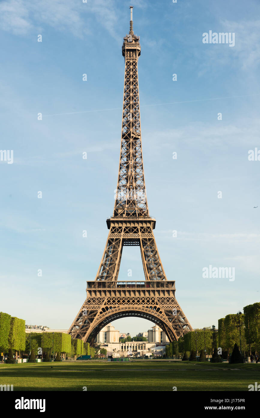 sunny morning in paris and eiffel tower paris france stock photo 138455823 alamy. Black Bedroom Furniture Sets. Home Design Ideas