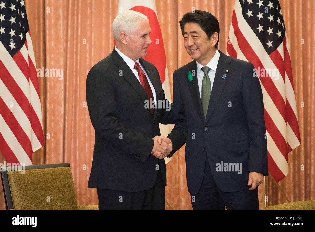 Tokyo, Japan. 18th Apr, 2017. U.S. Vice President Mike Pence, left, shakes hands with Japanese Prime Minister Shinzo - Stock Image