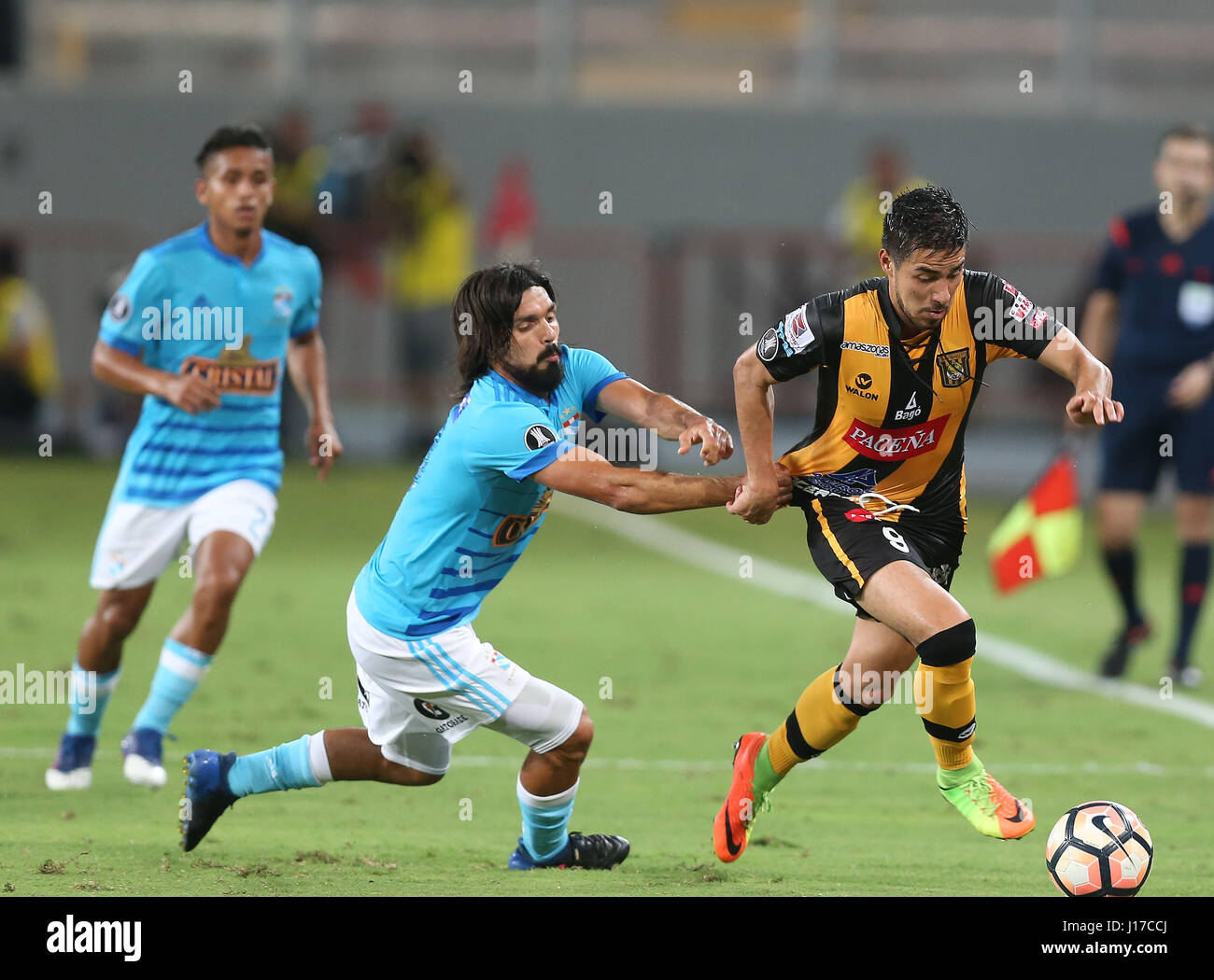 The Strongest's Rodrigo Ramallo (R) vies for the ball with Sporting Cristal's jorge Cazulo (C) during their - Stock Image