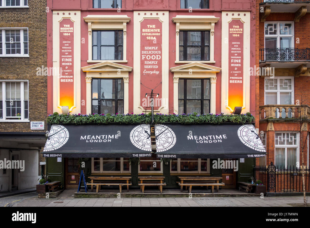 The Beehive pub, Crawford Street, Marylebone, London, UK. Public house, bar, London pub - Stock Image
