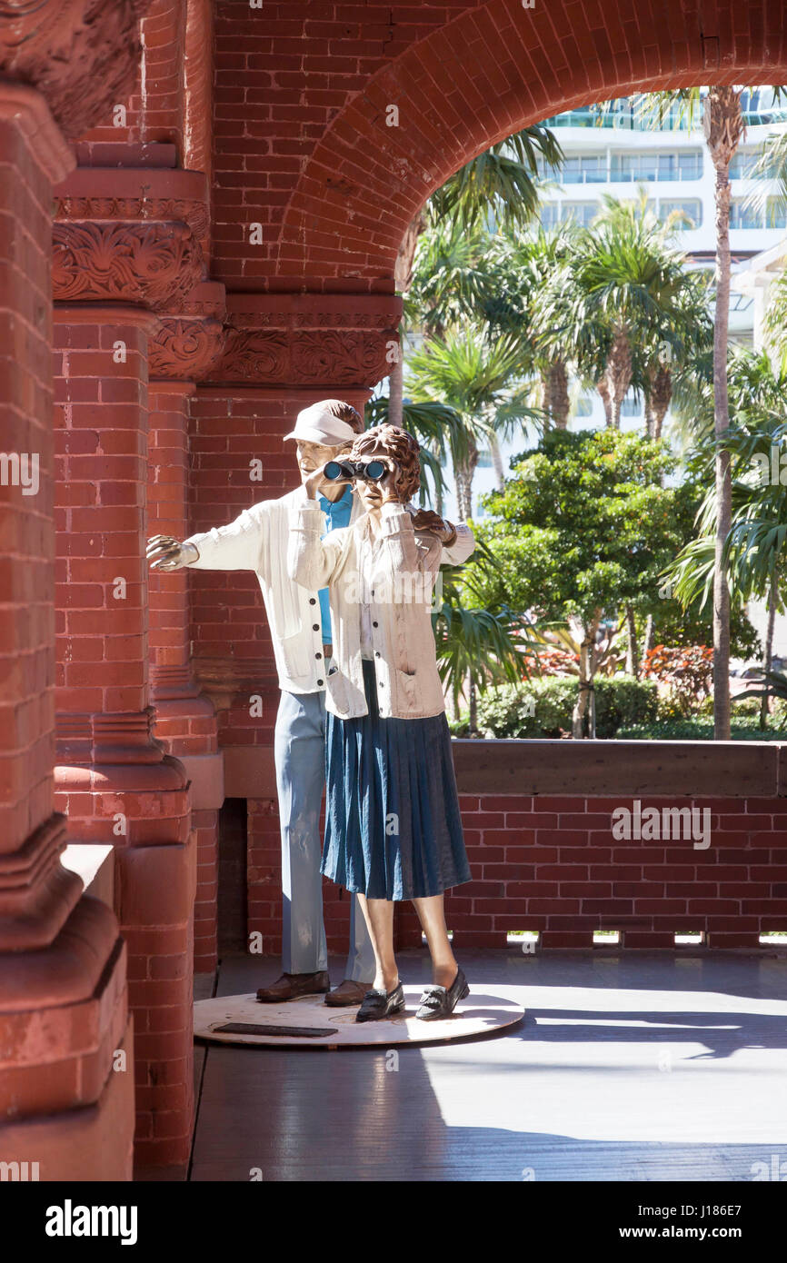 Statue called 'A Little to The Right' by artist Seward Johnson depicts a life-size, realistic couple using - Stock Image