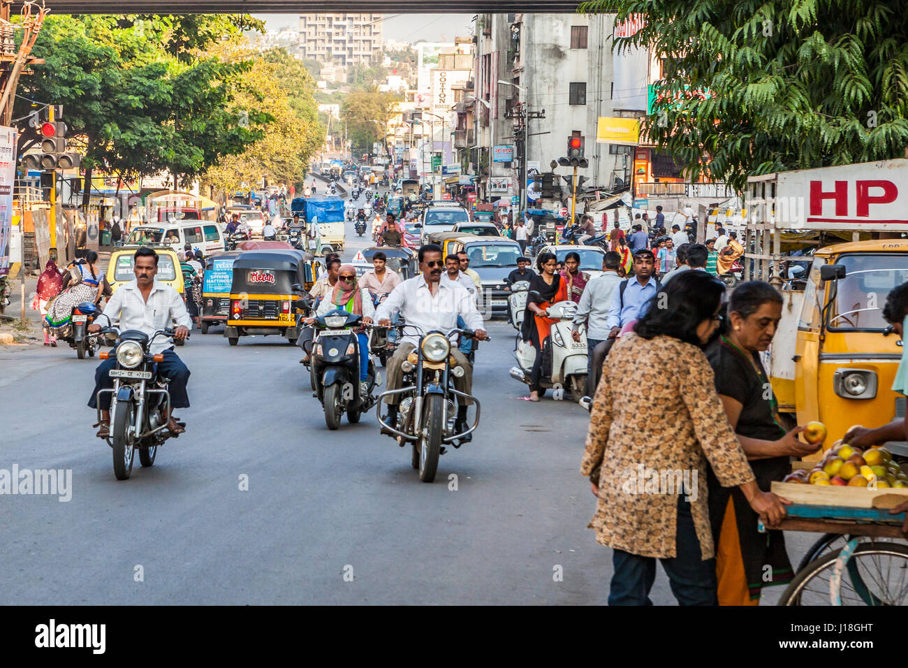 A street scene in Pune, India. - Stock Image