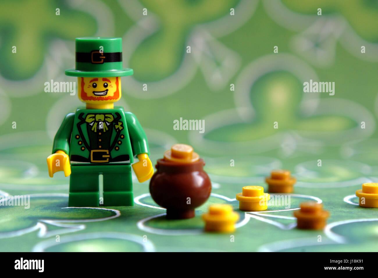 LEGO NEW GREEN LEPRECHAUN MINIFIGURE ST PATRICKS DAY IRISH FIGURE POT OF GOLD